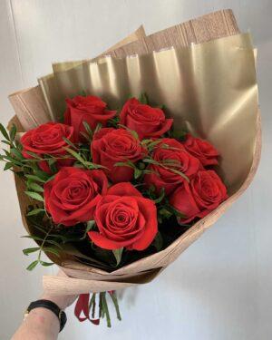 9 роз в букете