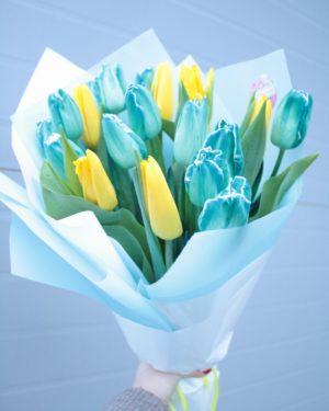 Бирюзовые тюльпаны в букете