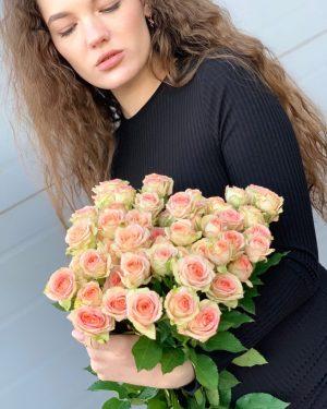 Пышные кустовые розы