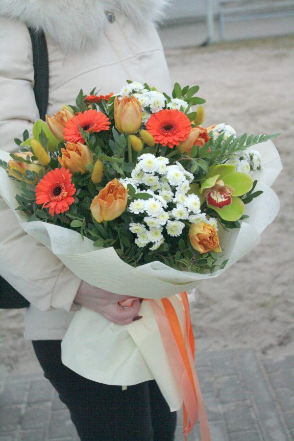 Весенний букет с герберами и орхидеями