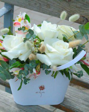 Красивые розы в коробке