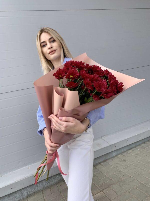 Красные хризантемы в букете