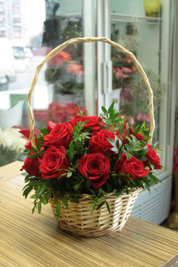 Корзина из 15 роз